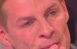 648x415_matthieu-delormeau-larmes-face-camera-cachee-dont-victime