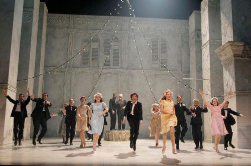 Scène de bal de la représentation de Roméo et Juliette à la Comédie Française (2016)